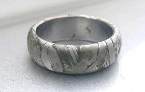 Кольцо из метеорита Муонионалуста или Сеймчан. Скругленное