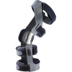 Жесткий 4-точечный спортивно-функциональный низкопрофильный ортез повышенной прочности, снабженный замками с инерционным замедлителем DonJoy Armor fource point