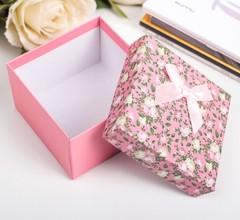 Подарочная коробка розовая 9х9х6см