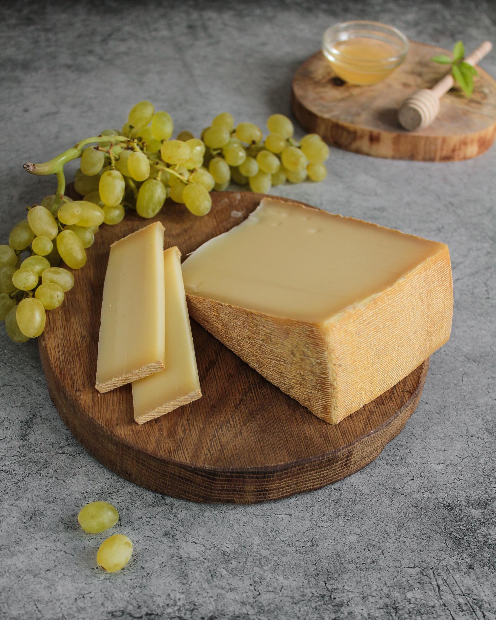 Сыр Бофор с мытой коркой, кг