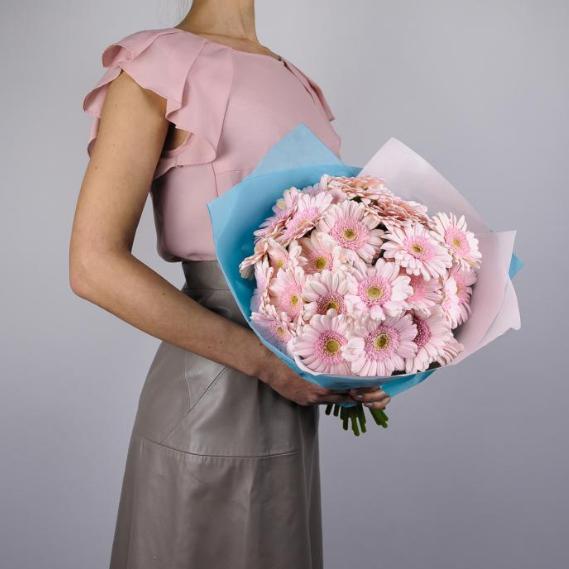 Купить большой букет розовых гербер гермини ромашек Пермь