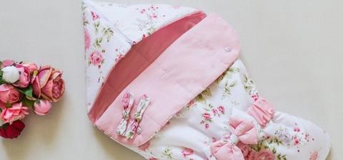 Летний конверт на выписку, Розовый сад