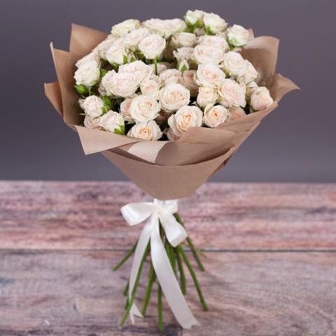 Букет 15 кремовых кустовых роз