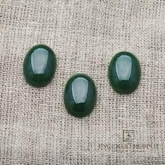 Кабошон овальный 19,5 х 14,5мм. Зелёный нефрит (класс моде).