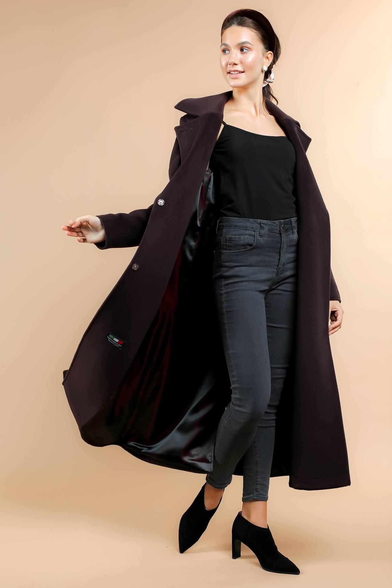 Пальто полуприлегающего силуэта