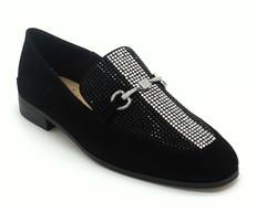 Туфли черные декорированные на низком каблуке