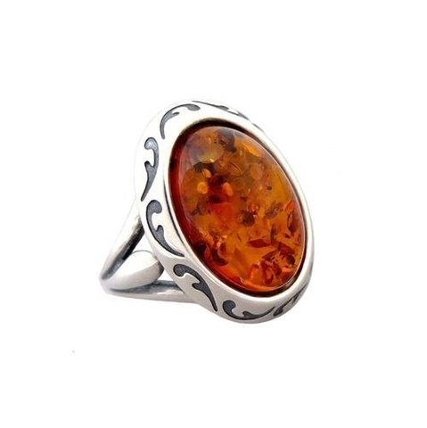 традиционное кольцо из серебра с овальным янтарём