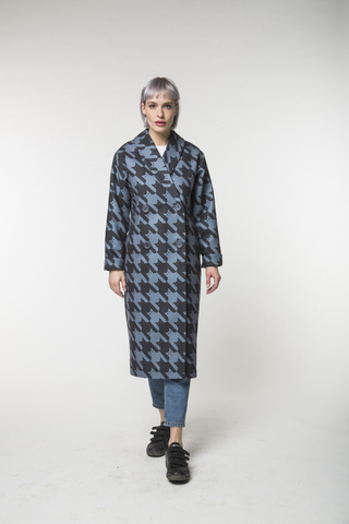 Двубортное пальто-халат с рисунком