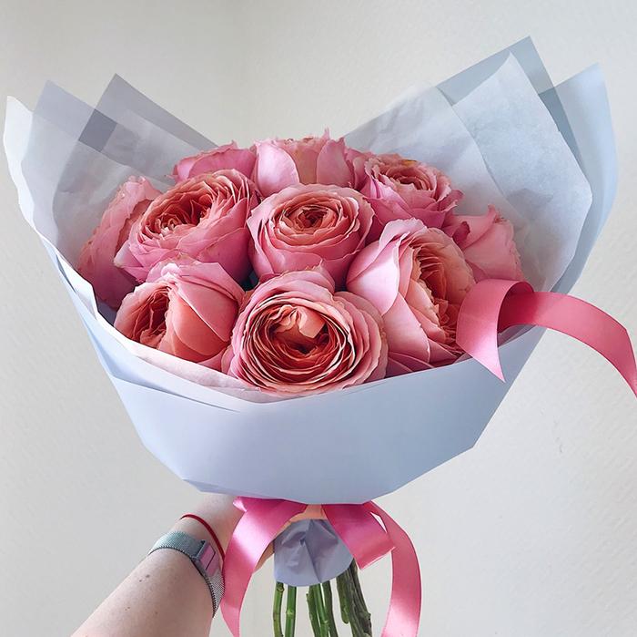 Купить букет 11 пионовидных розы Романтик в Перми