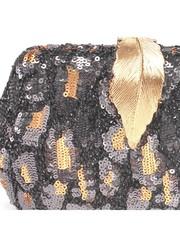 Черный клатч с золотистым декором