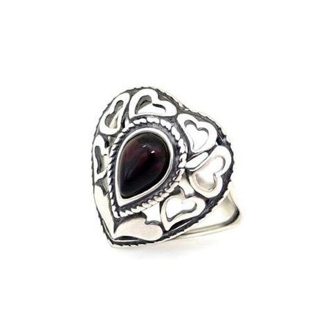 серебряное кольцо-сердце с янтарём цвета вишни