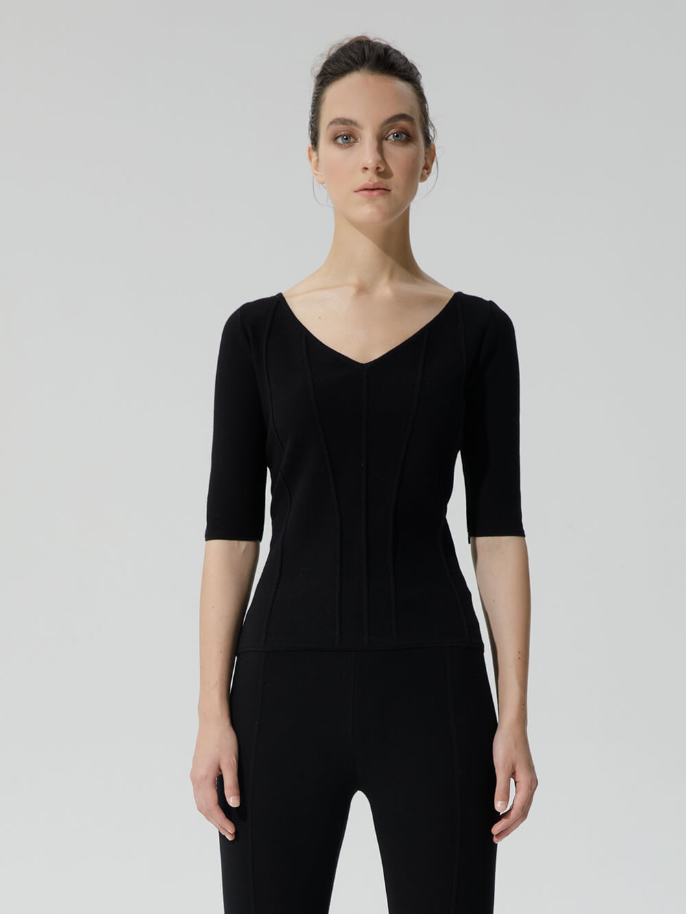 Женский джемпер черного цвета из вискозы - фото 1