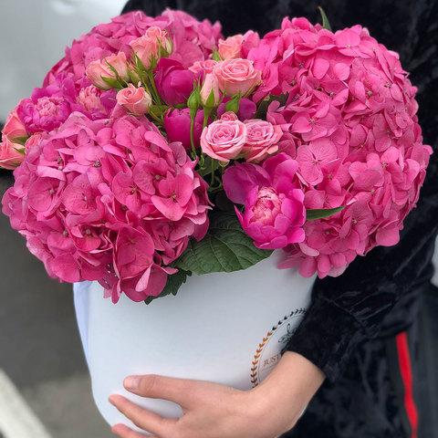 Королевские гортензии с кустовой розой