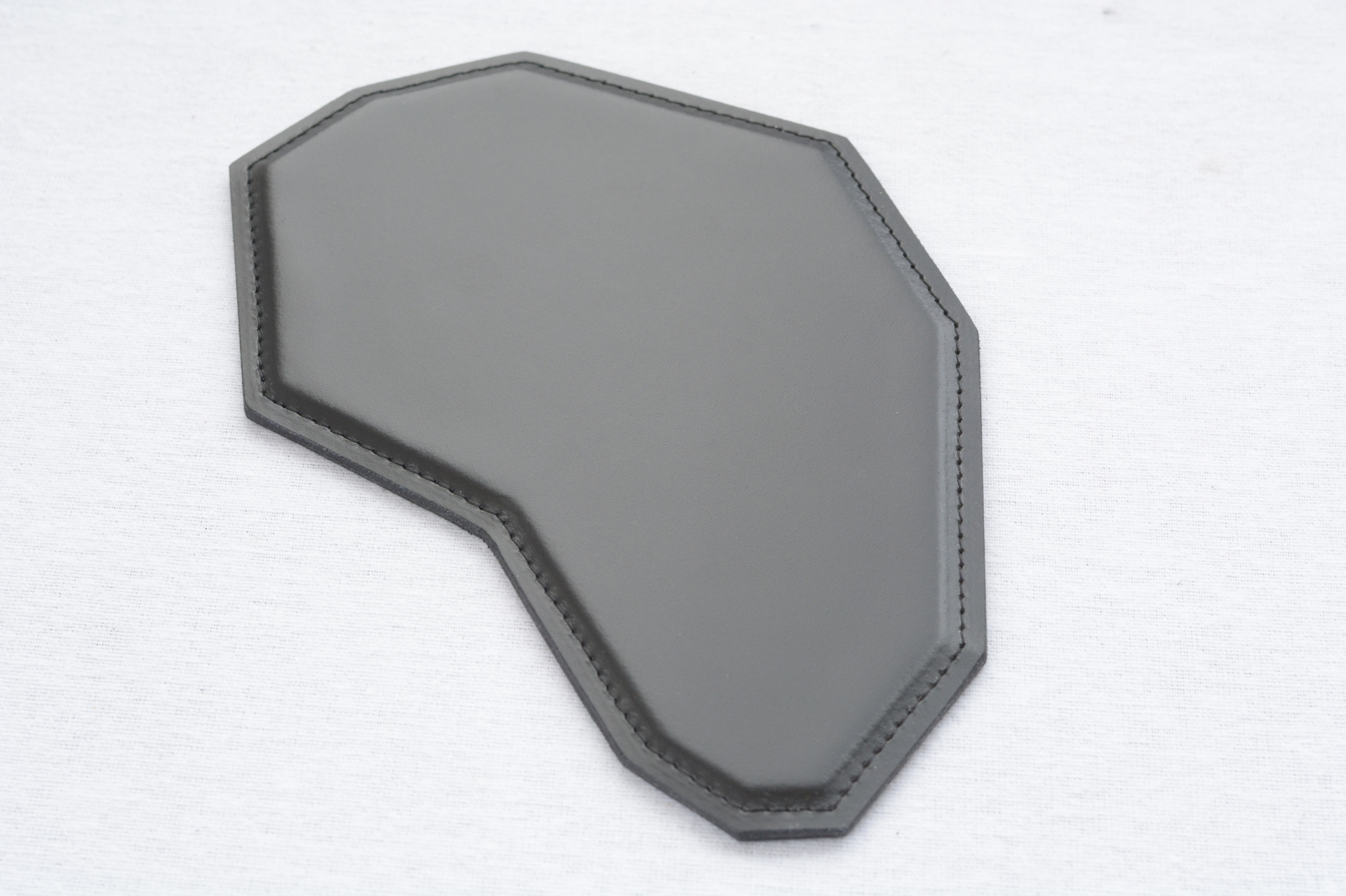 Черный кожаный коврик для мышки фото