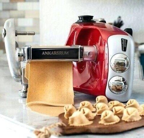 Красный кухонный комбайн Ankarsrum Assistant Original с насадкой для теста, фото