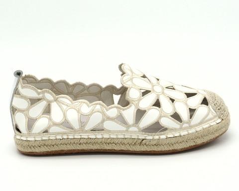 Эспадрильи белого цвета с перфорацией в виде цветов