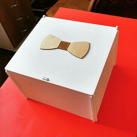 Коробка из дерева для галстуков-бабочек 27х24х18см, 32 ячейки