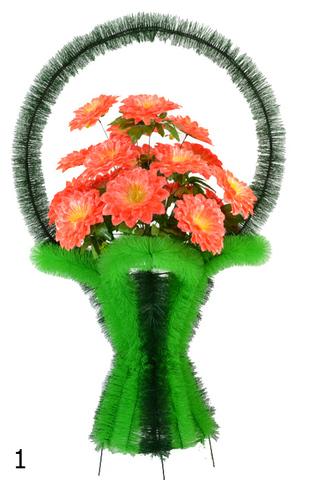 Корзина украшенная цветами георгин
