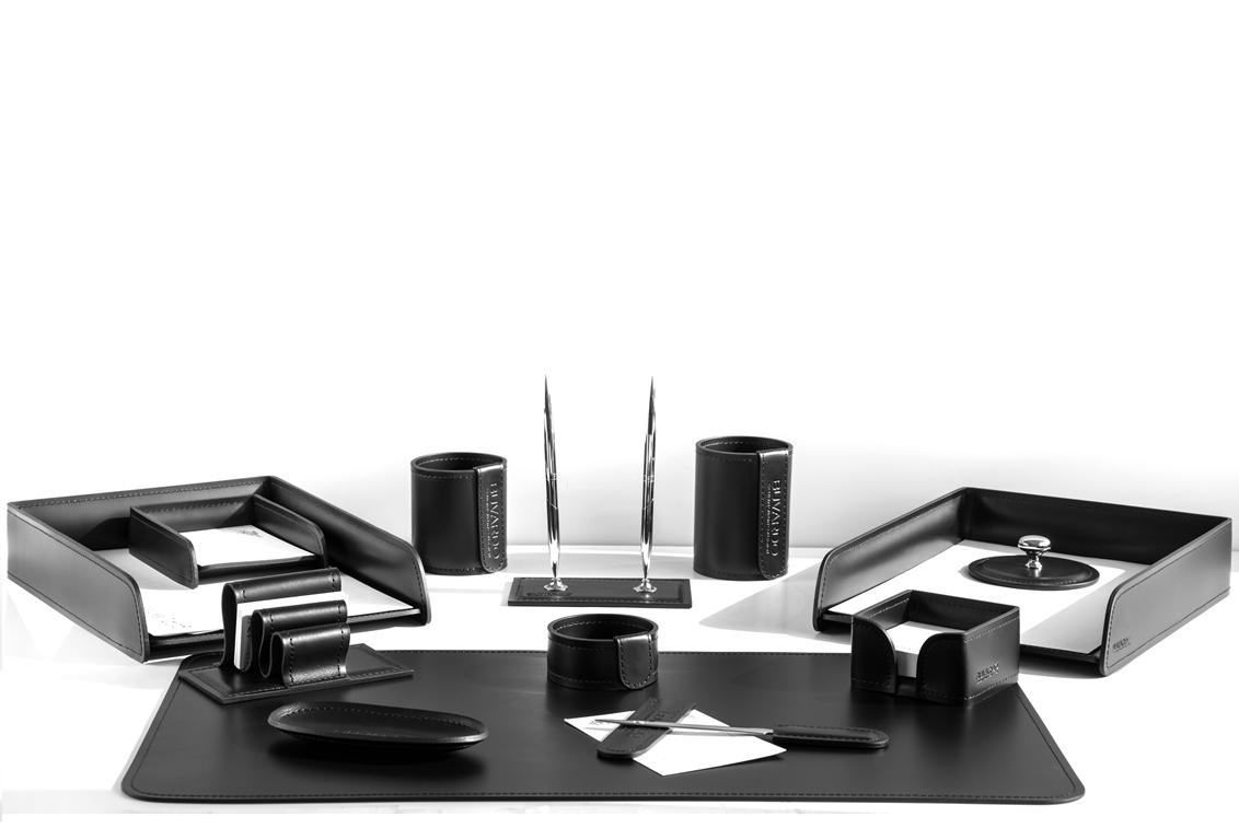 Кожаный набор на стол руководителя артикул 1191 из 13 предметов.