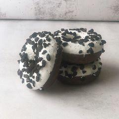 Пончик с ванильной начинкой и печеньем (12шт)