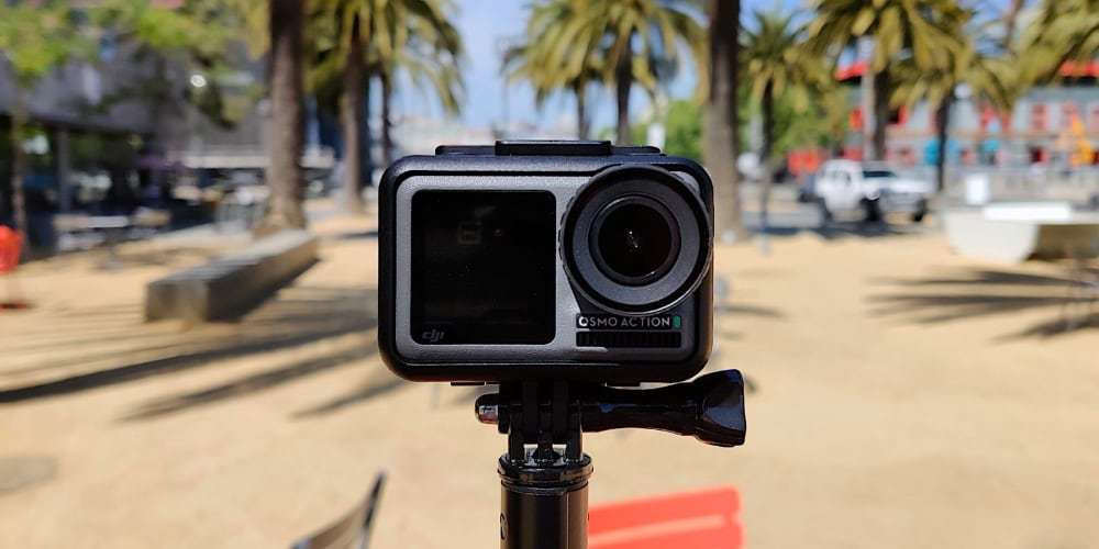 Экшн-камера DJI OSMO Action на моноподе