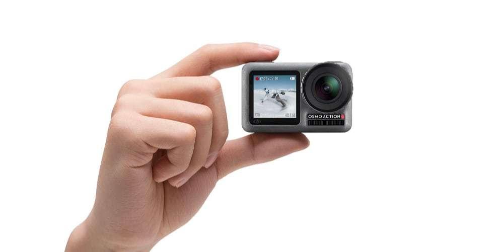 Экшн-камера DJI OSMO Action в руке
