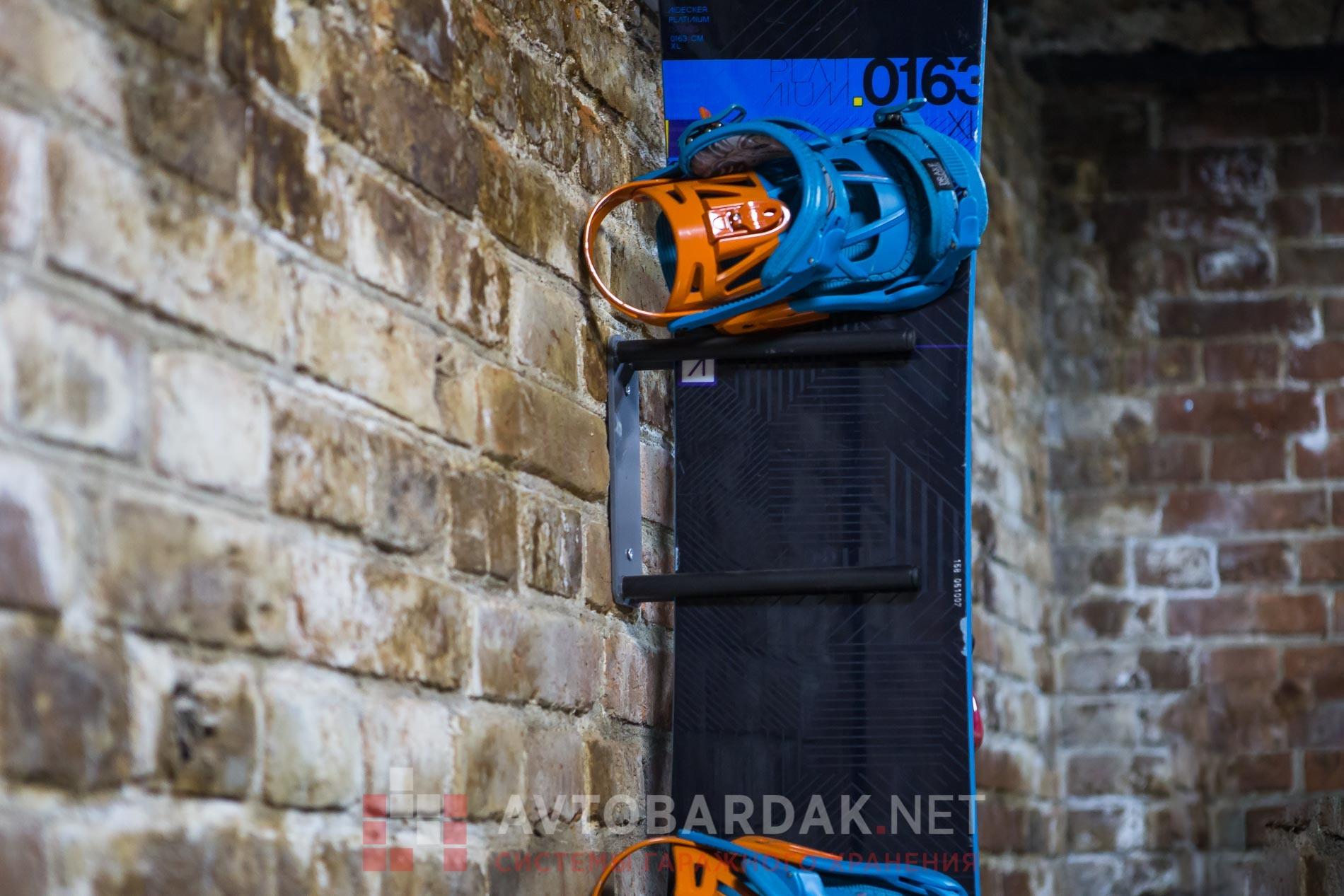 Блок держатель сноуборда на стену (крепление к стене)