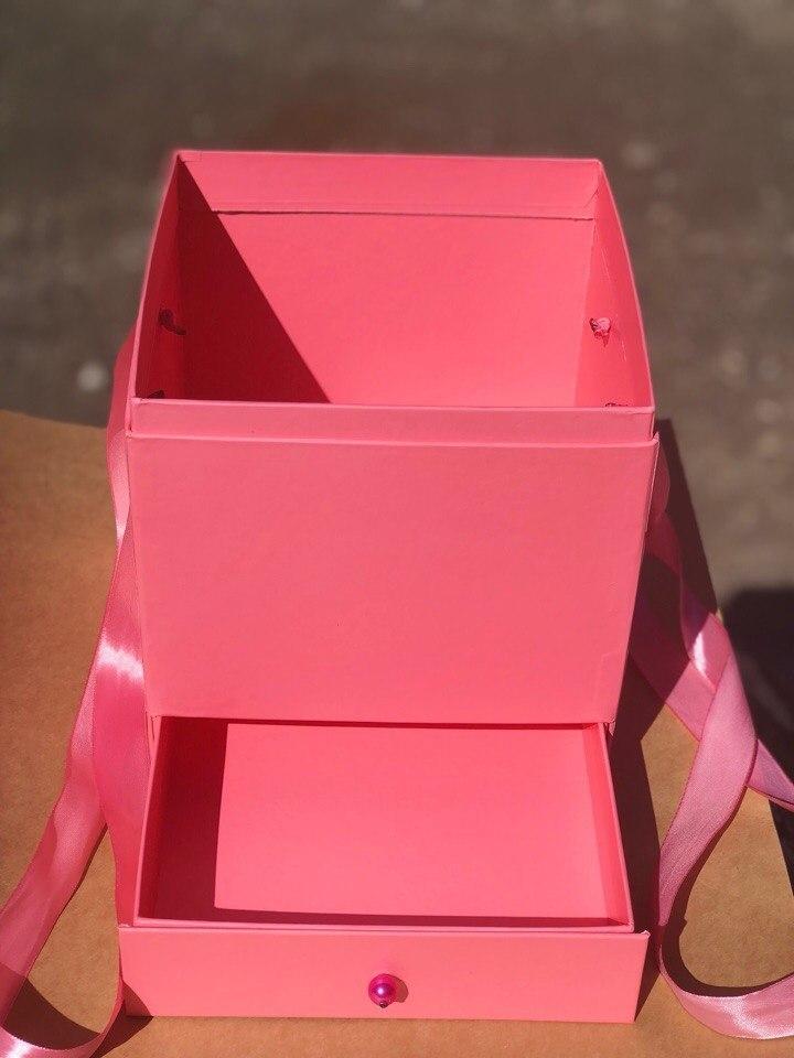 Квадратная коробка с отделением для подарка. Цвет: Розовый . В розницу 500 рублей .