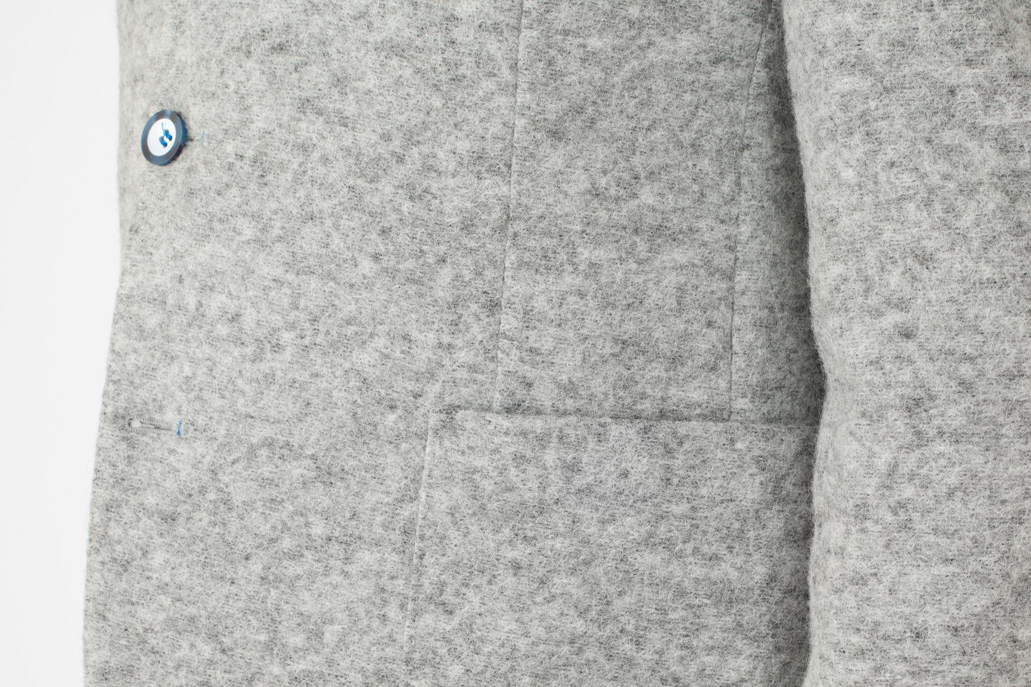 Светло-серый шерстяной пиджак, накладной карман