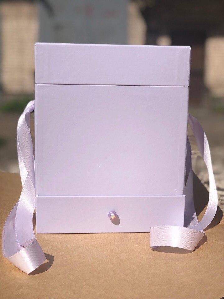 Квадратная коробка с отделением для подарка. Цвет: Светло серый  . В розницу 450 рублей .