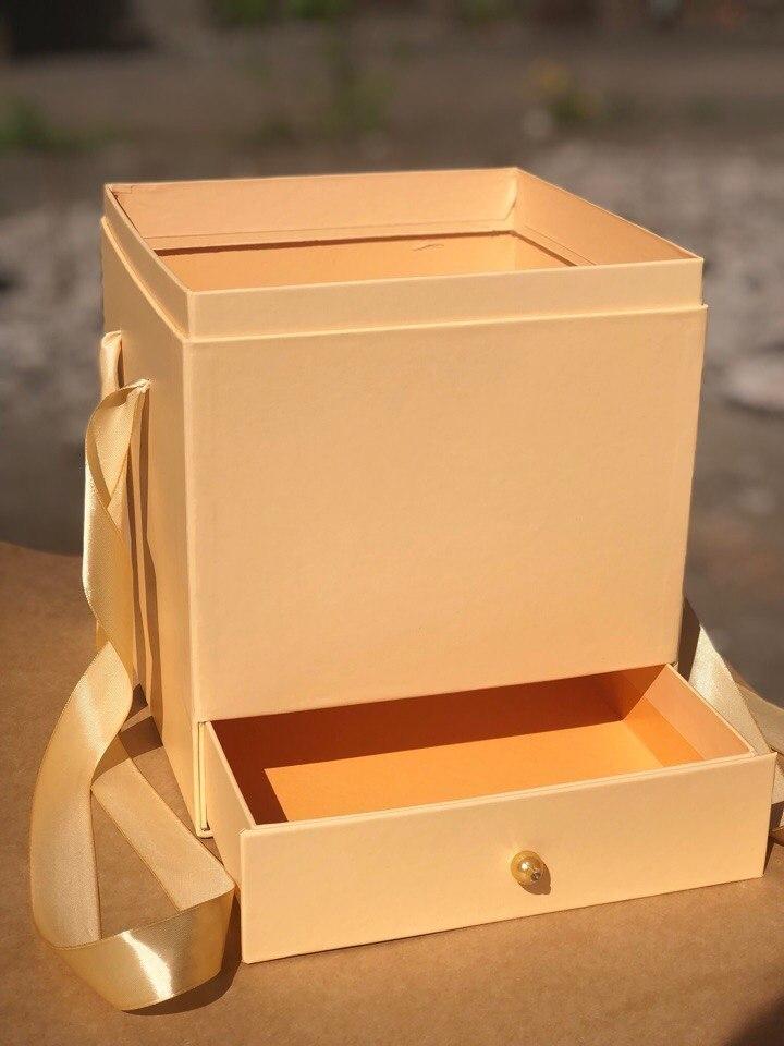 Квадратная коробка с отделением для подарка. Цвет: Персик . В розницу 500 рублей .