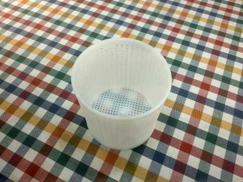 Форма для приготовления сыра в домашних условиях: для камамбер, мягких сыров диаметром 11 см. Фото