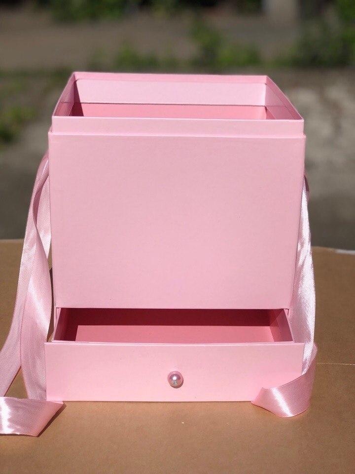 Квадратная коробка с отделением для подарка. Цвет: Нежно розовый . В розницу 500 рублей .