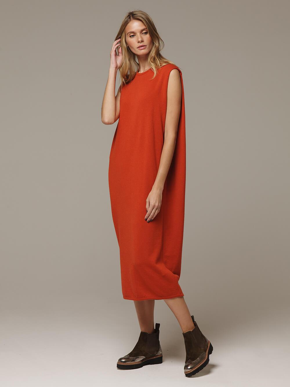 Женское оранжевое платье свободного кроя без рукавов из 100% кашемира - фото 1