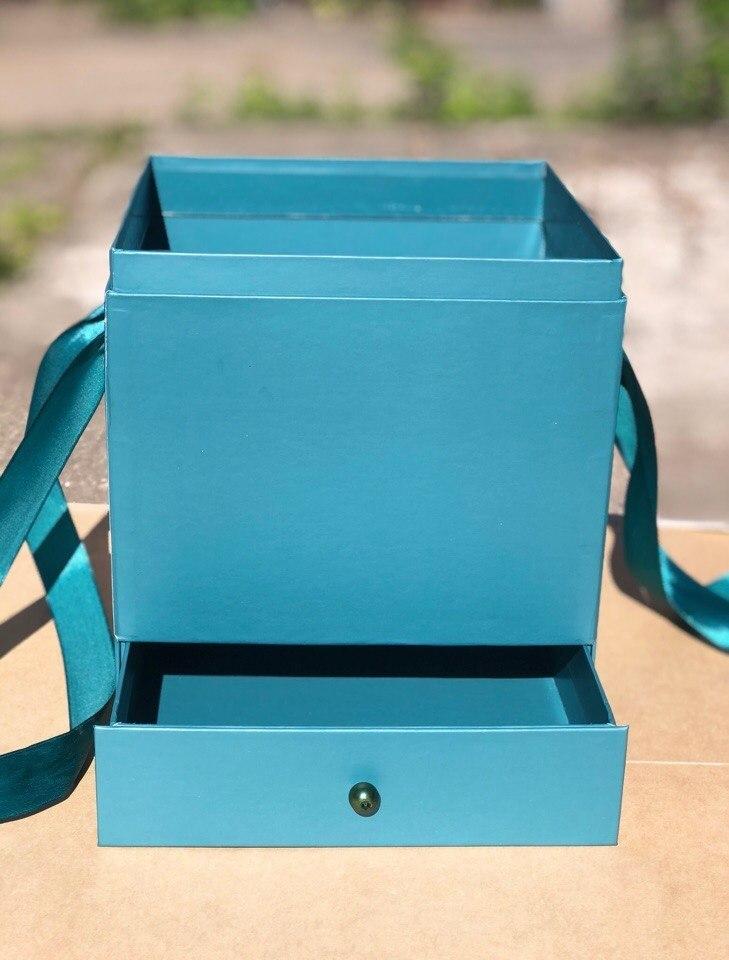 Квадратная коробка с отделением для подарка. Цвет: Темно зеленый   . В розницу 500 рублей .