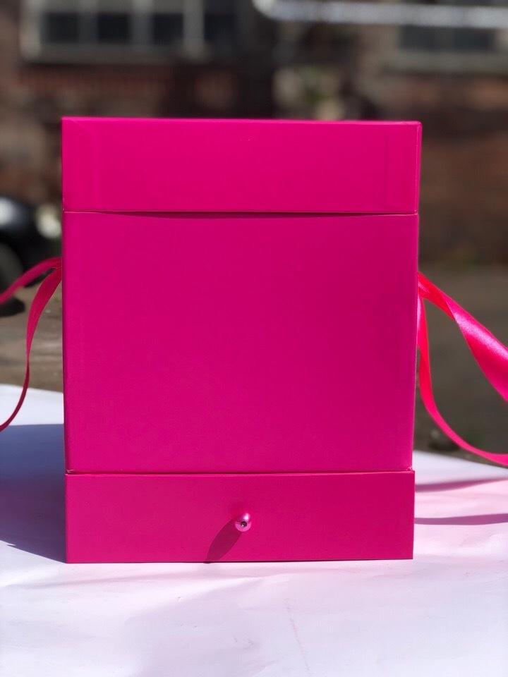Квадратная коробка с отделением для подарка. Цвет: Фуксия    . В розницу 500 рублей .