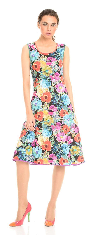 Платье З100-266 - Позитивное яркое платье для создания обворожительного игривого летнего образа и отличного настроения. Темный фон платья украшают прекрасные летние цветы и очаровательная разноцветная окантовка изделия.Летнее платье из качественного трикотажа, что исключает образование катышков и перекоса по швам, не растягивается ворот. Устойчивый яркий принт не выцветает после стирки.Приталенный силуэт в сочетании с расклешенным низом визуально суживает талию, делает фигуру более женственной.
