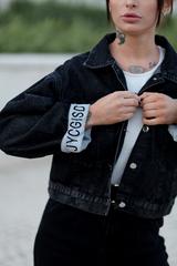Черная джинсовая куртка оверсайз недорого