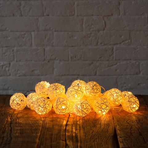 Гирлянда ротанговые шарики белые 20 LED от батареек