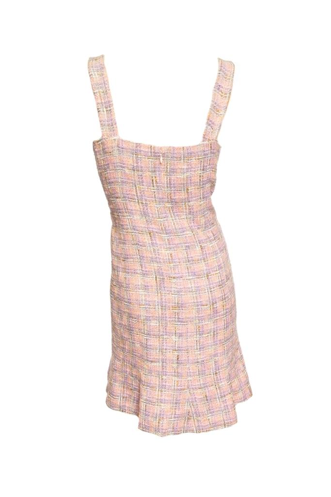 Женственное платье из твида от Chanel, 40 размер.