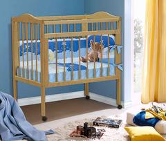 Младенческая кроватка из массива