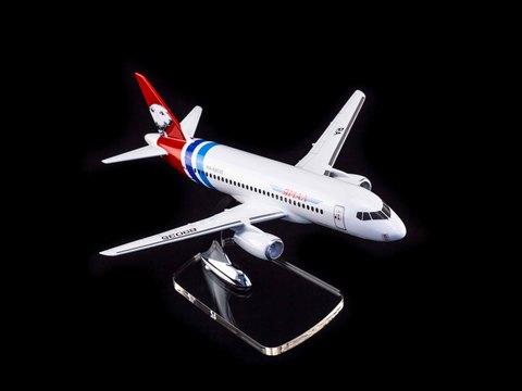 Модель самолета SSJ-100 (М1:100, Ямал)
