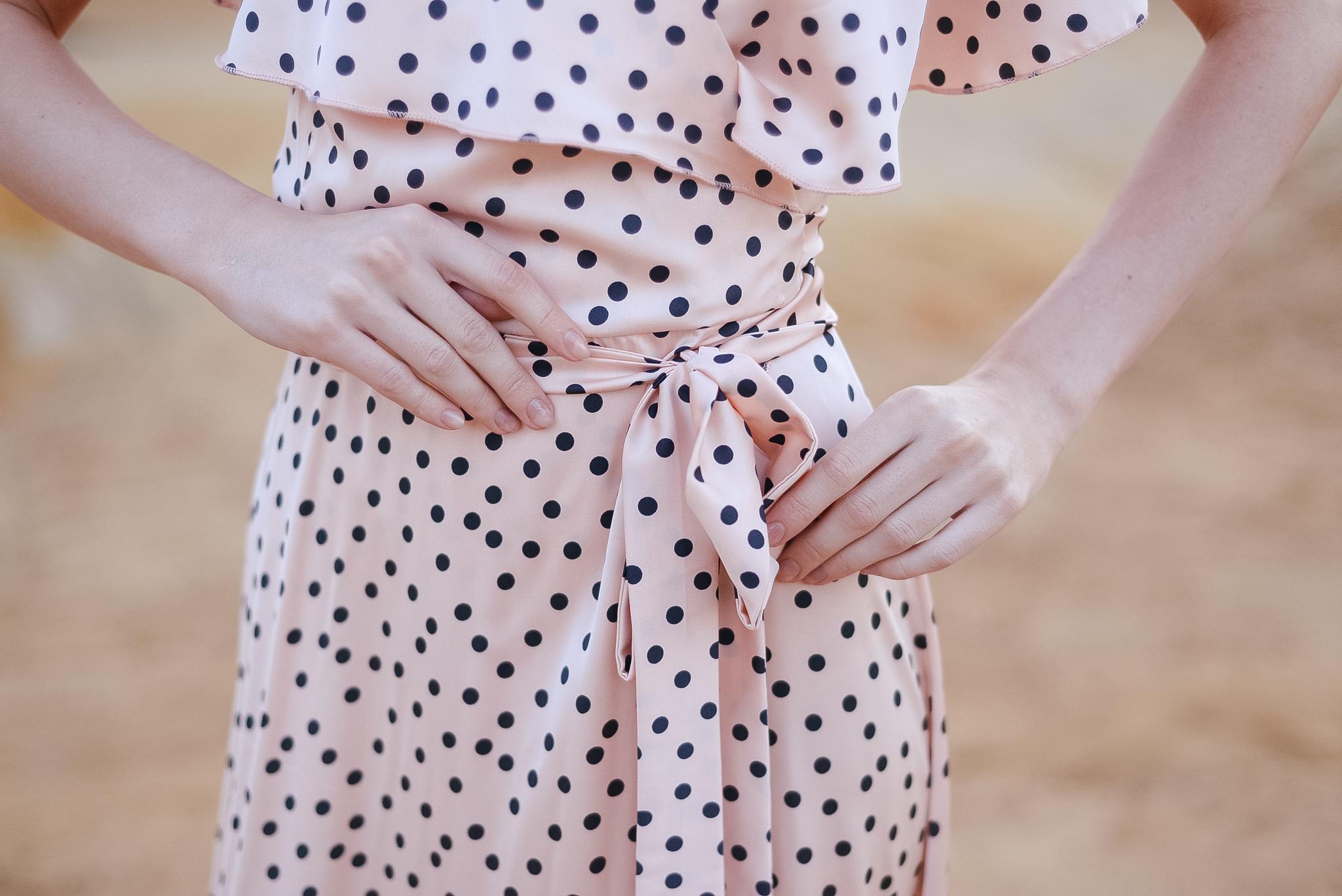 Платье  на запах из искуственого щелка в горошек