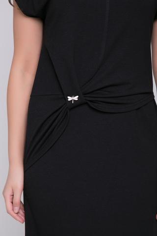 <p>Изысканное платье полуприлегающего силуэта из мягкого турецкого трикотажа. Платье отрезное по заниженной линии талии с эффектными защипами и брошкой по переду. Шикарная модель и на каждый день, и для особого случая.</p>
