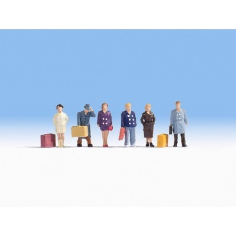 Путешественники 6 фигорок + чемоданы