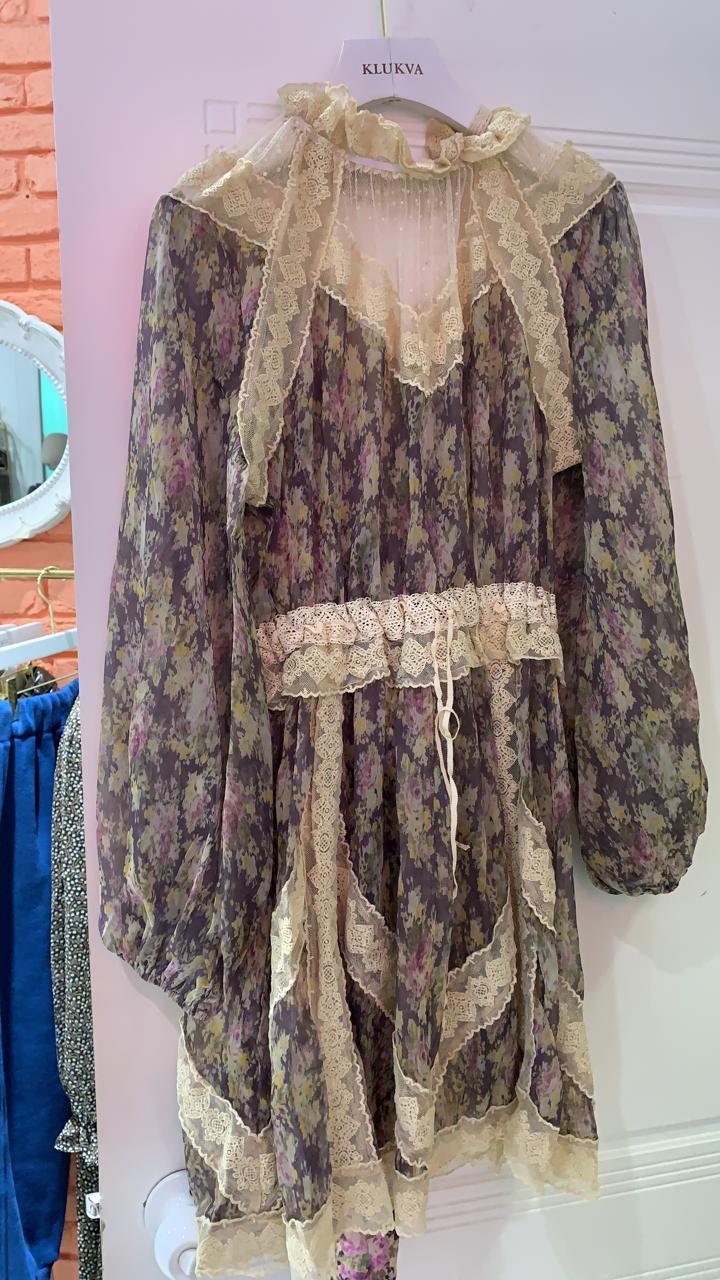 Шифоновое платье с гепюровыми вставками