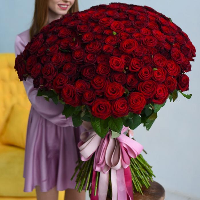 Шикарный букет высоких красных роз купить в Перми