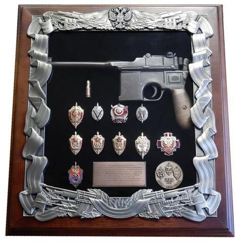 "Ключница настенная ""Маузер со знаками ФСБ"""