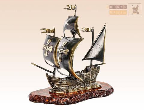 фигурка Корабль Каравелла на янтаре