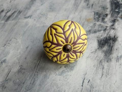 Ручка мебельная керамическая  - желтая с цветочной гравировкой, арт. 00001032
